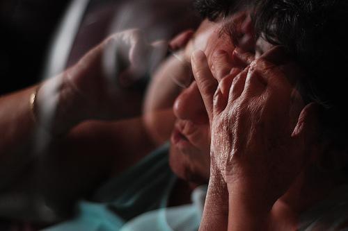 強迫性障害の原因はストレスやトラウマ?親の影響あるのか?