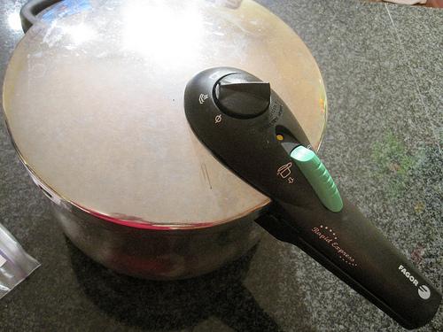 圧力鍋 使い方で味が決まる?正しい使い方とカレーの料理時間。