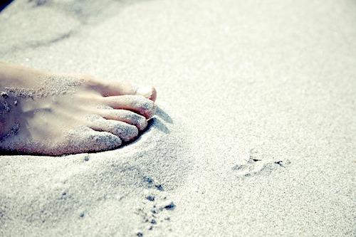 巻き爪になる原因は歩き方なのか?爪の切り方やストレスも原因に?