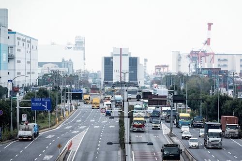 電気自動車が走る道路