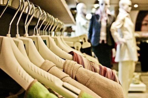断捨離で服が捨てられない人の処分方法。後悔しない方法とは
