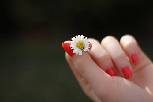 爪白癬の症状と治療薬について。爪水虫になる原因はネイルなの?