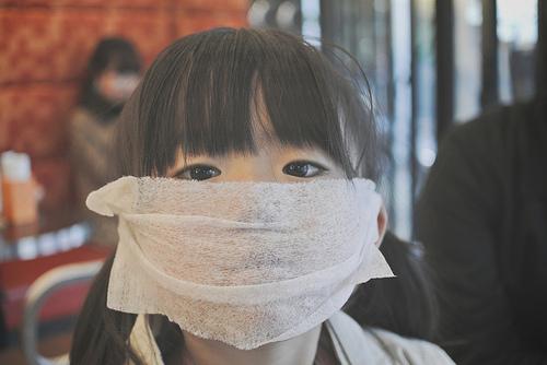 マスクでメガネが曇る理由。防ぐ方法はマスクを折る?ティッシュを使う?