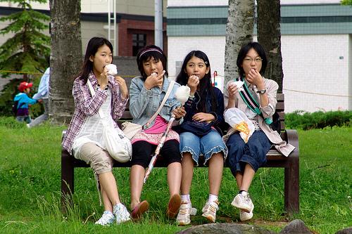 小学生の平均身長と体重はどれぐらい?昔とどれだけ変わった?
