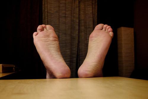 水虫がうつる原因とは。お風呂や靴は確率高い?顔や手もうつる?