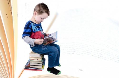 子供本を読む