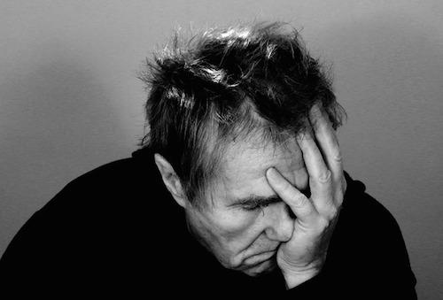 耳鳴りと頭痛が同時に起こる原因。めまいや肩こり、吐き気がナゼ出る?