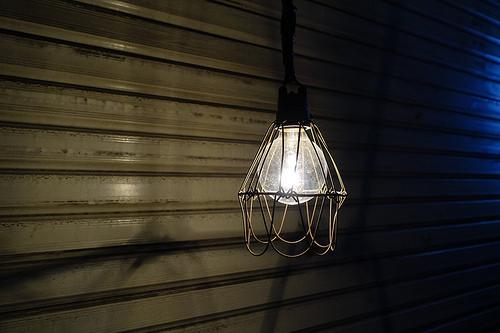 白熱電球と蛍光灯とLEDの違いは?比較で分かる明るさと寿命と価格。