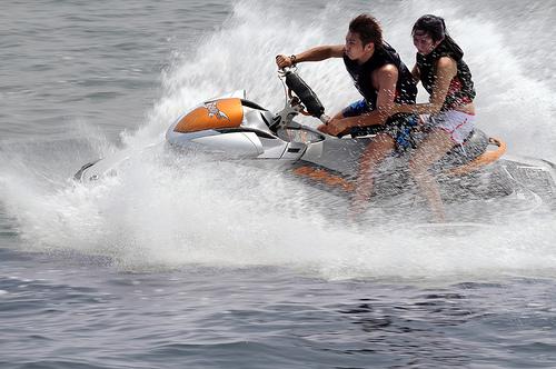 ジェットスキー免許の費用と維持費。怖い事故の事例。