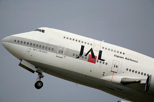 飛行機の株主優待券の便利な使い方とメリット。