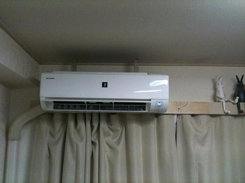 エアコンの水漏れ原因はドレンホース?修理するには掃除がいいの?