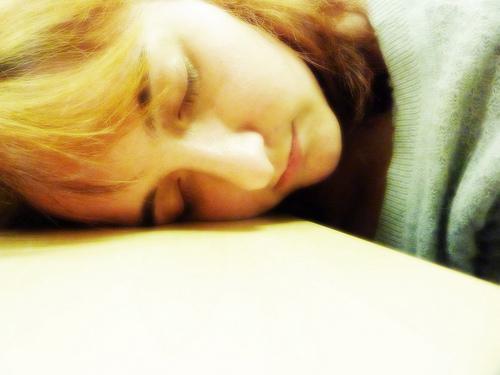 貧血の症状は眠気も起こる!吐き気やめまいが重なると注意です!