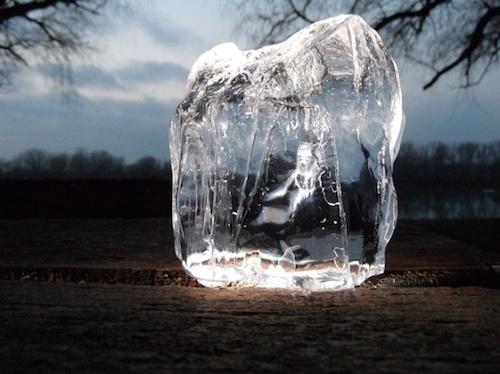 大きな氷で涼しく