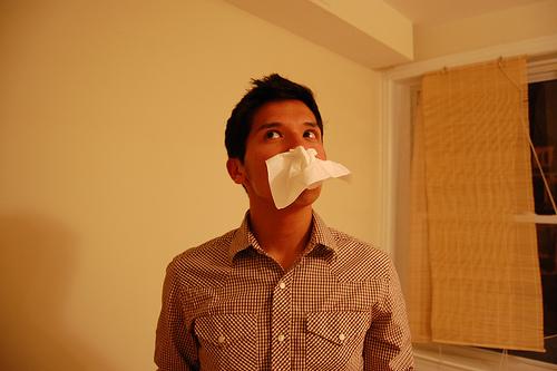 鼻すすりの音がうるさい!チック障害?鼻をかむ行為がイヤ?