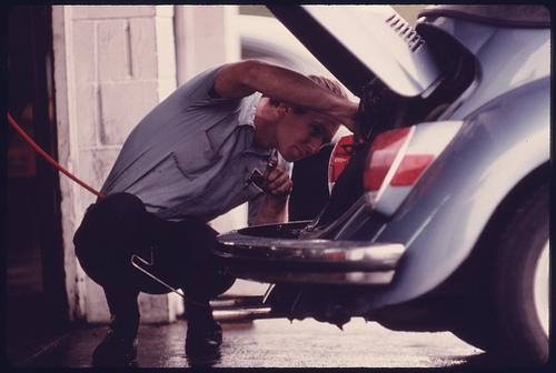 ディーラー車検費用はなぜ高いの?理由とメリットについて