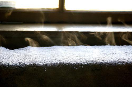 蒸しタオルの洗顔効果がスゴい!?朝が効く?お風呂での使い方