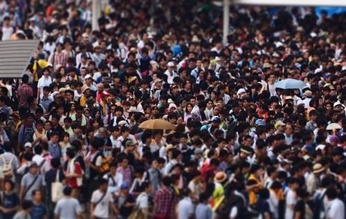 人混みが苦手なのは何が原因?病気?デートの対策方法とは