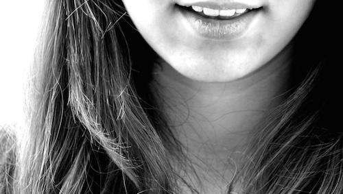 白い口内炎なかなか治らない?舌,唇にできたら痛い!良くする方法は