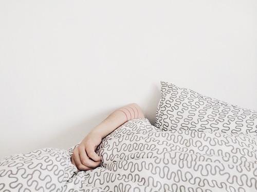 子供の咳が夜止まらない理由。咳込みすぎて嘔吐する時の対策とは