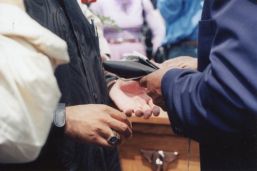 家族葬の香典、相場はいくら?親族のケースだと?香典返しについて
