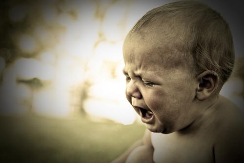 1歳半~3歳時期は夜泣きがひどいケースあり!原因と対策は?