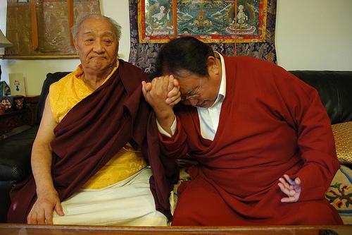 謙譲語と尊敬語の違いをわかりやすく解説。使い分けが難しい?