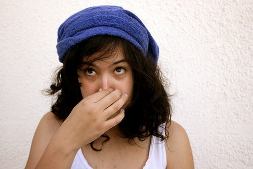 女性の口臭がキツい!?生理が原因?チェックして対策を…。