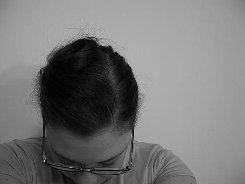 女性の抜け毛!一日で抜ける本数は?シャンプーが大半の原因なの?