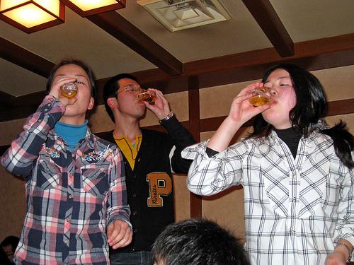 急性アルコール中毒の対処・処置のポイントは水分!?