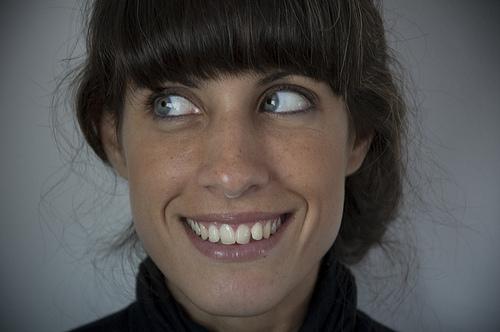 口角上げる方法でステキ笑顔!上げ方トレーニングは割り箸が効く?