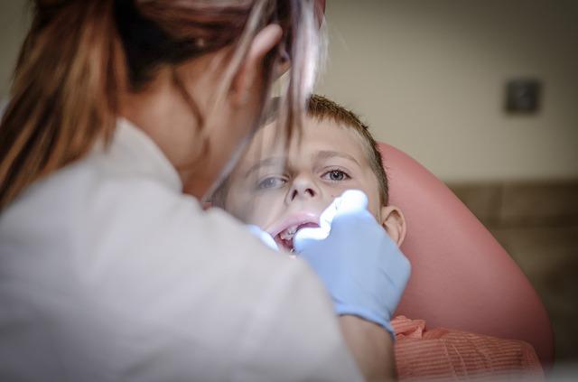 歯医者でパウダークリーニング!効果と費用。保険は使えない?