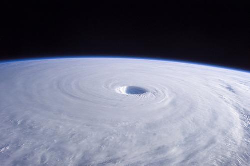 台風の目の中はどんな天気になってる!?なぜできるのか解説します。