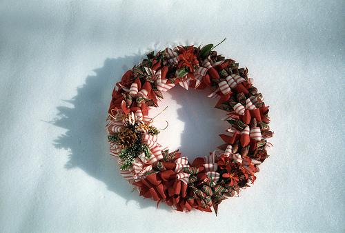 簡単!!クリスマスリースの作り方!材料の松ぼっくり,折り紙を100均で!