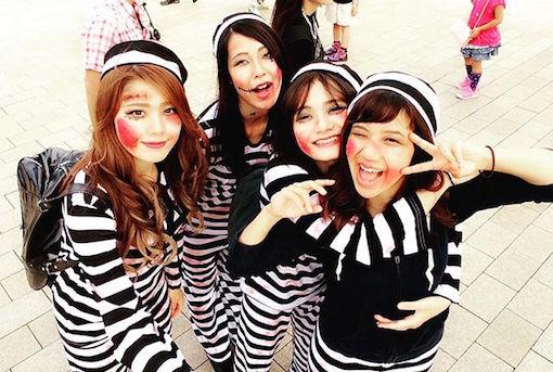ハロウィンのコスプレは囚人服で!女性もかわいく仮装できる!