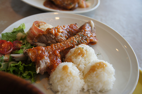 圧力鍋で豚スペアリブを美味しくする人気レシピ。大根も一緒に?
