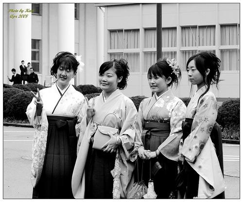 大学卒業式 袴着る学生が多い理由は?袴に合わせる髪型と鞄で悩む…