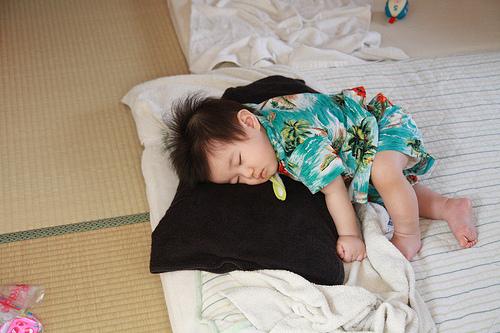 暑い夏!赤ちゃん用 洗えるラグが欲しい!サラッ,ひんやりで使えるのは?