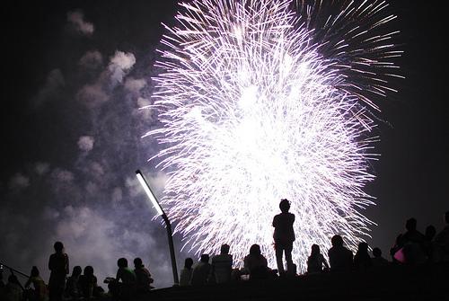 横浜開港祭花火の穴場な場所!ココで見れば有料席クラス?