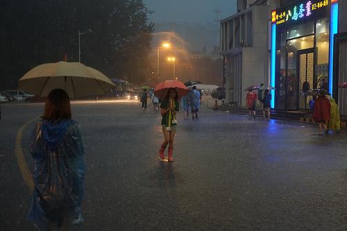 ゲリラ豪雨は対策が難しい!対策をしている企業は?