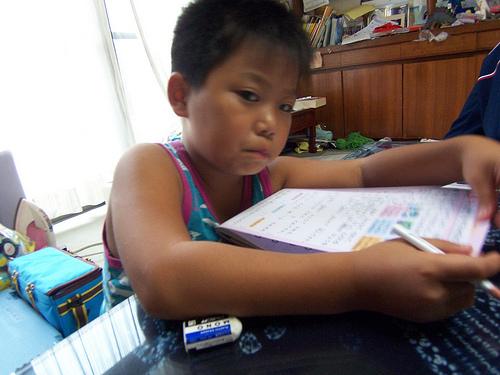 夏休みの宿題が終わらない!!部活で宿題進まないイライラ子供にお助けを!